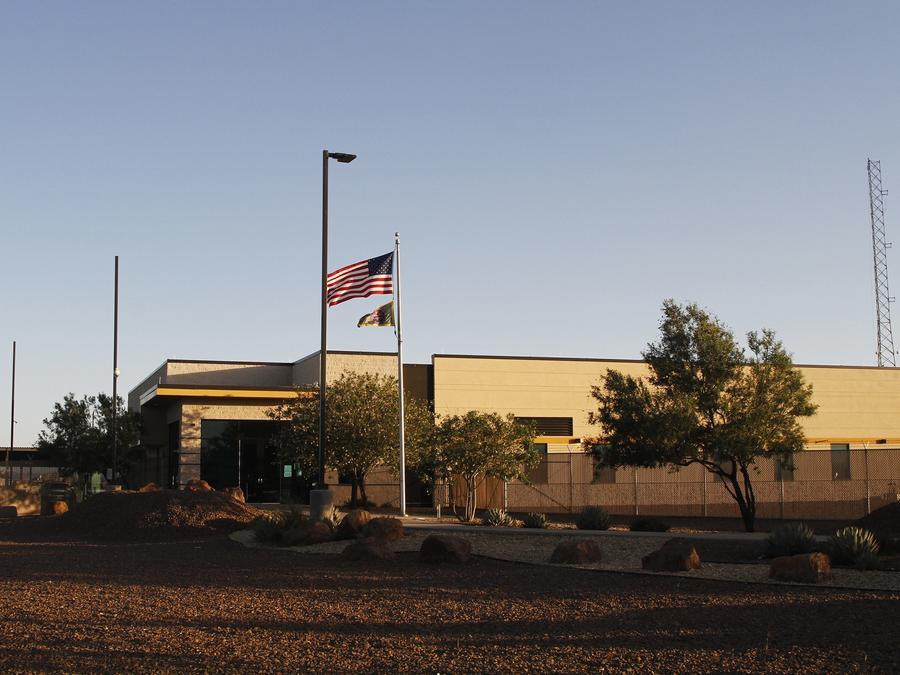 Fotografía del centro de detención de la Patrulla Fronteriza en Clint, Texas, donde 300 niños estuvieron detenidos