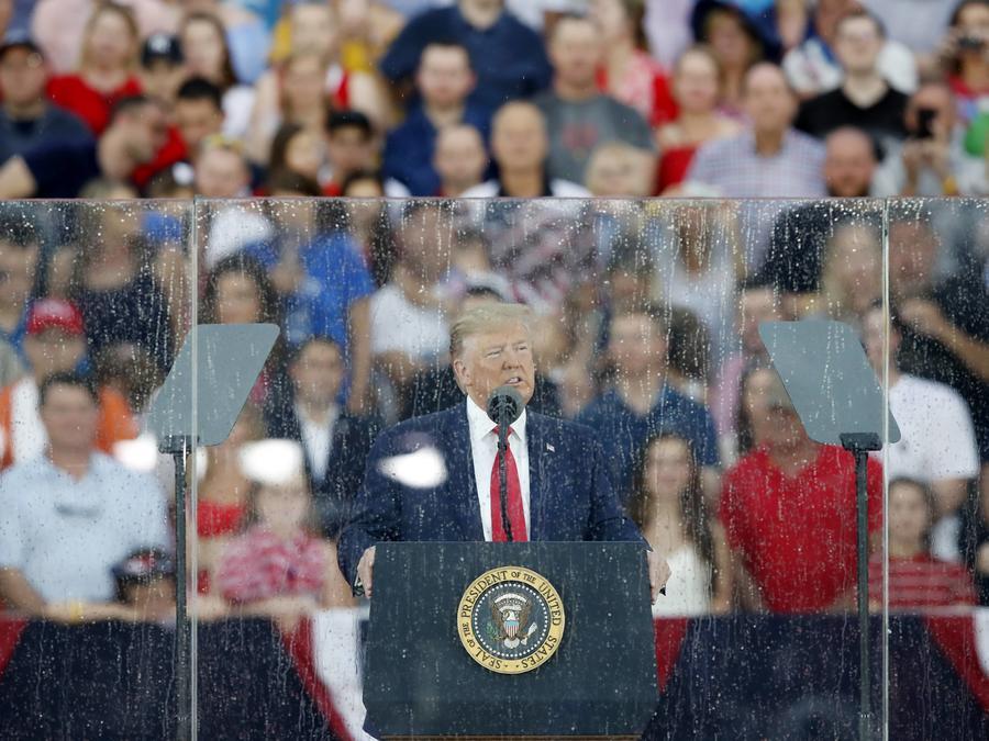 El presidente, Donald Trump, da un discurso frente al Lincoln Memorial en Washington, D.C. por el Día de la Independencia