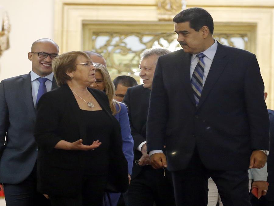 La Alta Comisionada para los Derechos Humanos, Michelle Bachelet, con el mandatario de Venezuela, Nicolás Maduro, en Caracas durante su visita en junio de 2018.