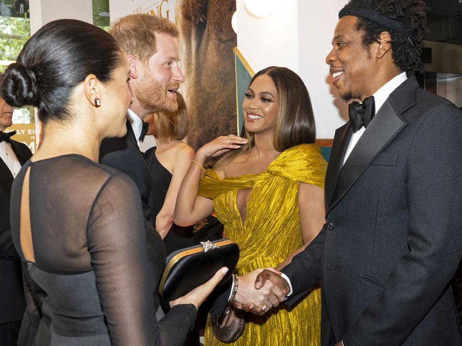 Duques de Sussex junto a Jay Z y Beyoncé en la premier del Rey León