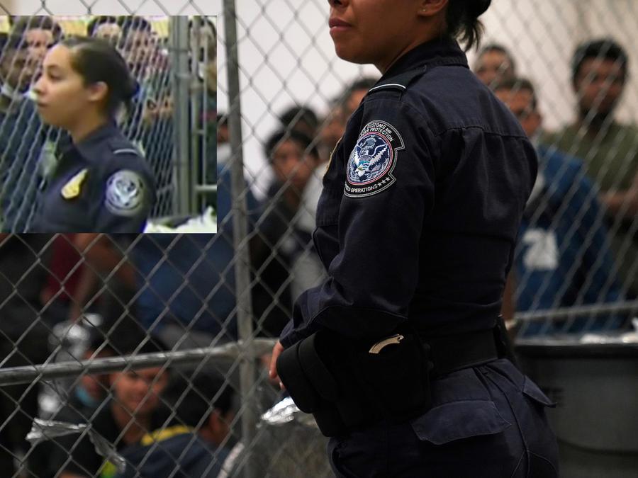 Una agente en la estación de la Patrulla Fronteriza en McAllen (Texas) durante la visita del vicepresidente el 12 de julio.