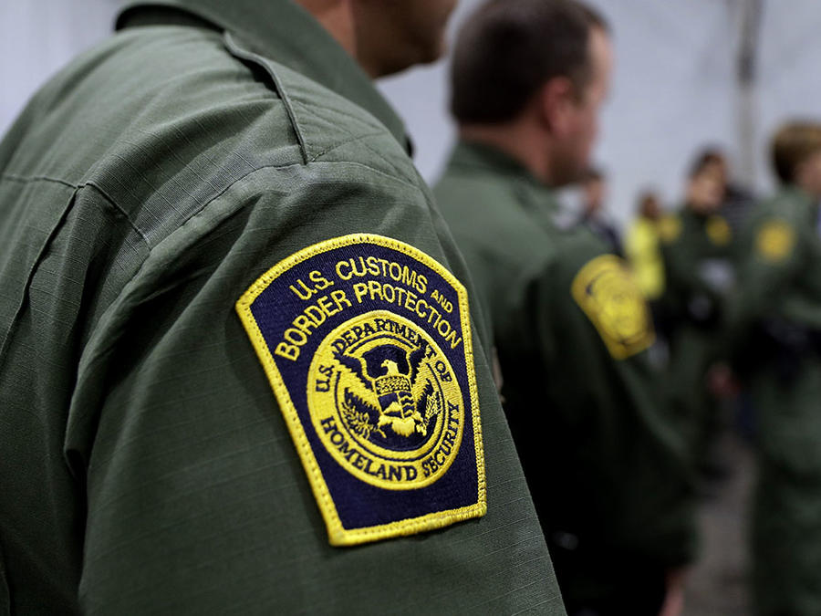 Oficiales de Aduanas y Protección de Fronteras en Donna, Texas.