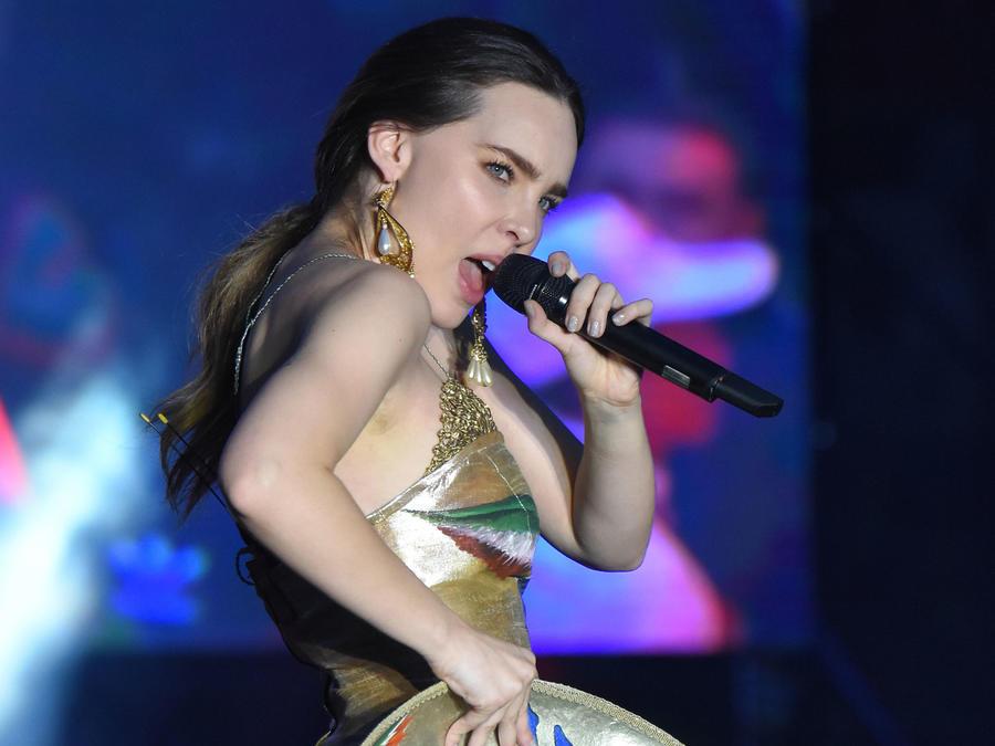 Belinda en concierto en el estadio azteca en México, 2018