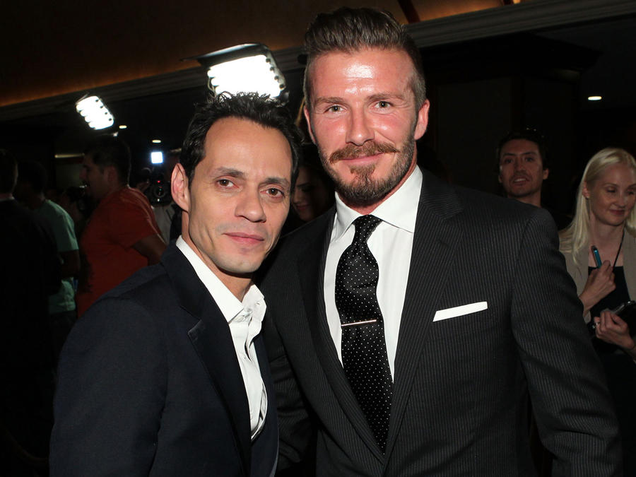 Marc Anthony y David Beckham en el 27th Anniversary Sports Spectacular benefiting Cedars-Sinai Medical Genetics Institute en mayo de 2012