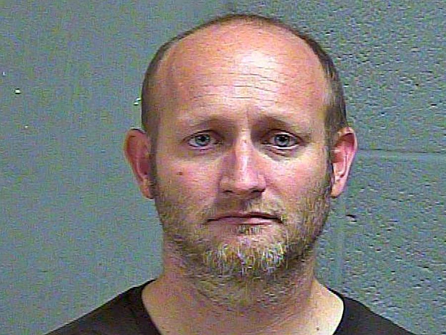 Ryan Alden, sentenciado a prisión perpetua y 150 años adicionales de cárcel por ocultar cámaras en casas a fin de captar imágenes de niñas.