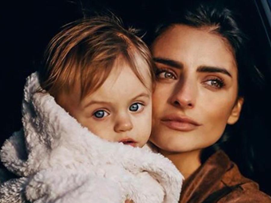 Aislinn Derbez y su hija Kailani
