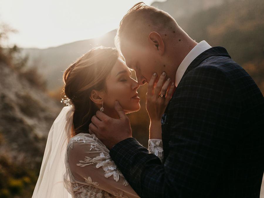 Pareja casándose