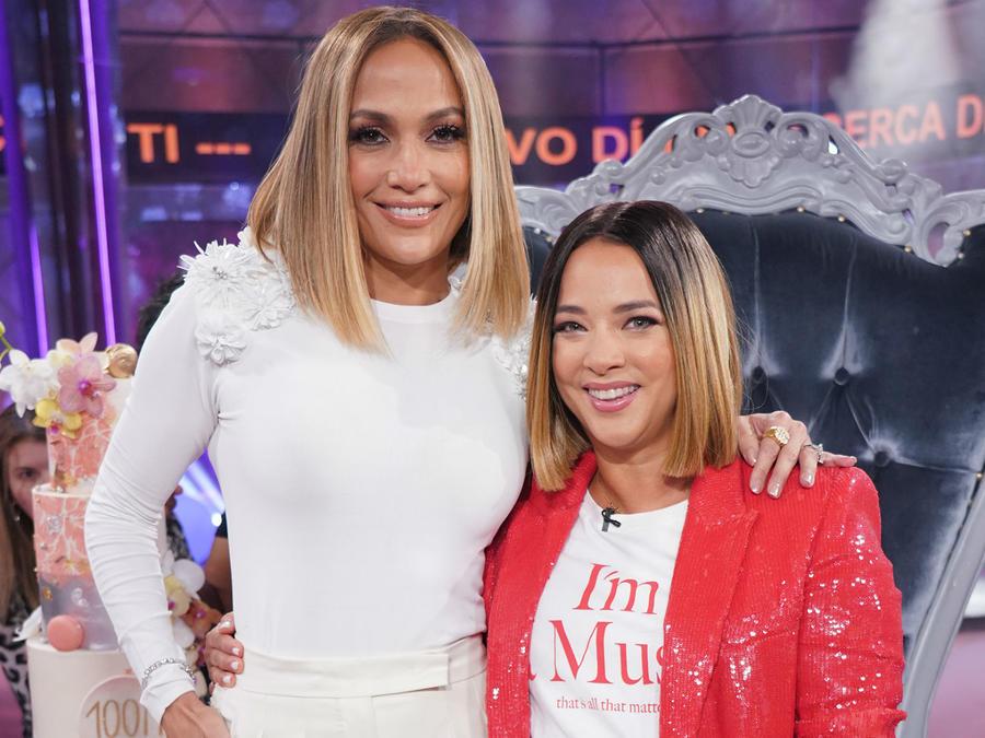 Jennifer Lopez y Adamari López lucen el mismo look