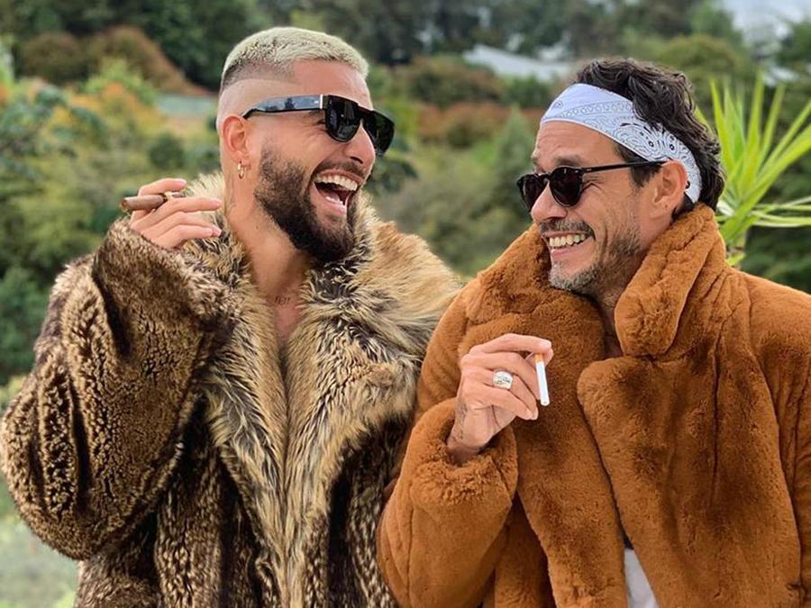 Maluma y Marc Anthony fumando