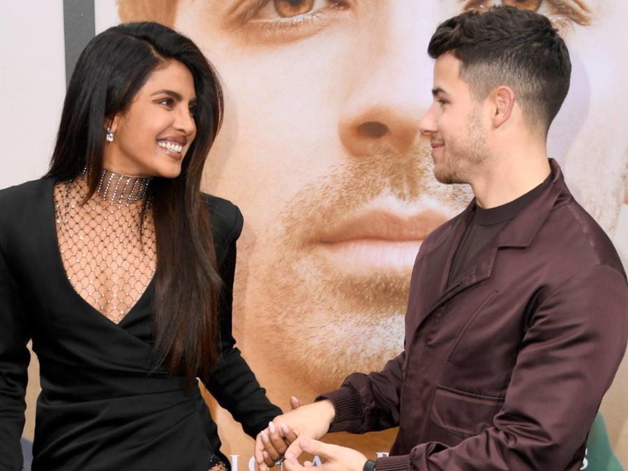"""Priyanka Chopra y Nick Jonas en la premiere de """"Chasing Happiness"""", en junio de 2019"""