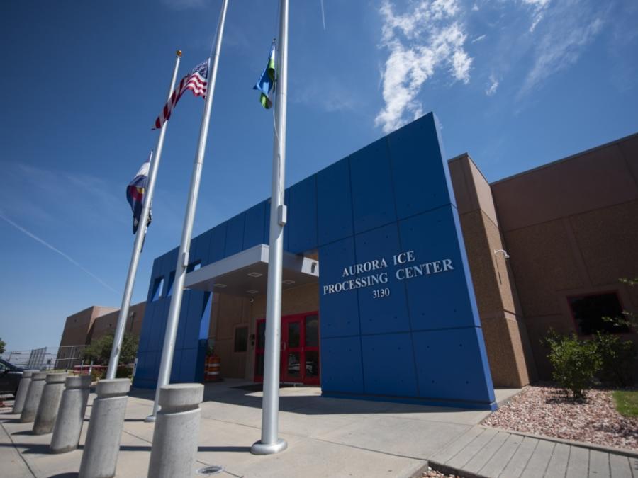 El informe de ACLU condena las condiciones de abuso y negligencia médica en el centro de detención de ICE en Aurora (Colorado), administrado por la empresa privada GEO Group