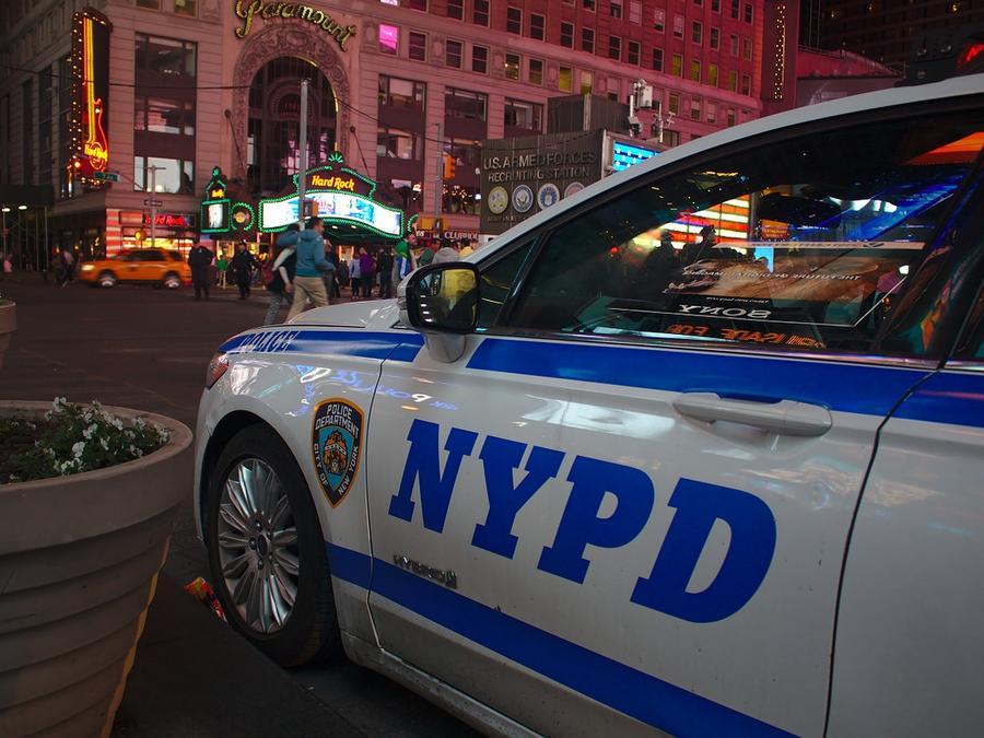 Coche patrulla del departamento de policía de Nueva York.