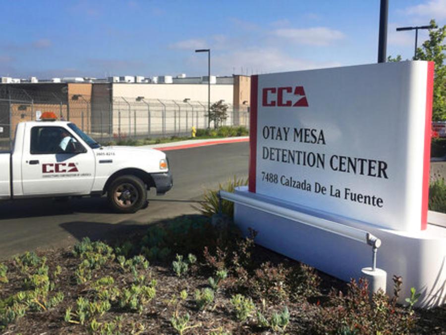 La entrada del centro de detención de ICE Otay Mesa, en San Diego, California (imagen de archivo).