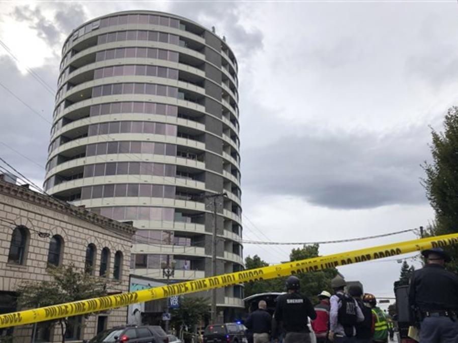 Escena del crimen por el que falleció un hombre y dos mujeres resultaron heridas este jueves en Vancouver, Washington.