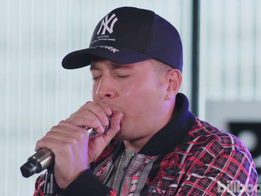 De La Ghetto performing on Billboard Live