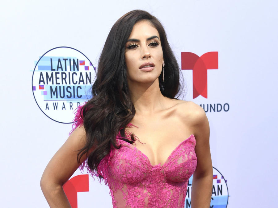 2019 Latin AMAs: Take a Look at the Celebs With the Sexiest Looks on the Red Carpet