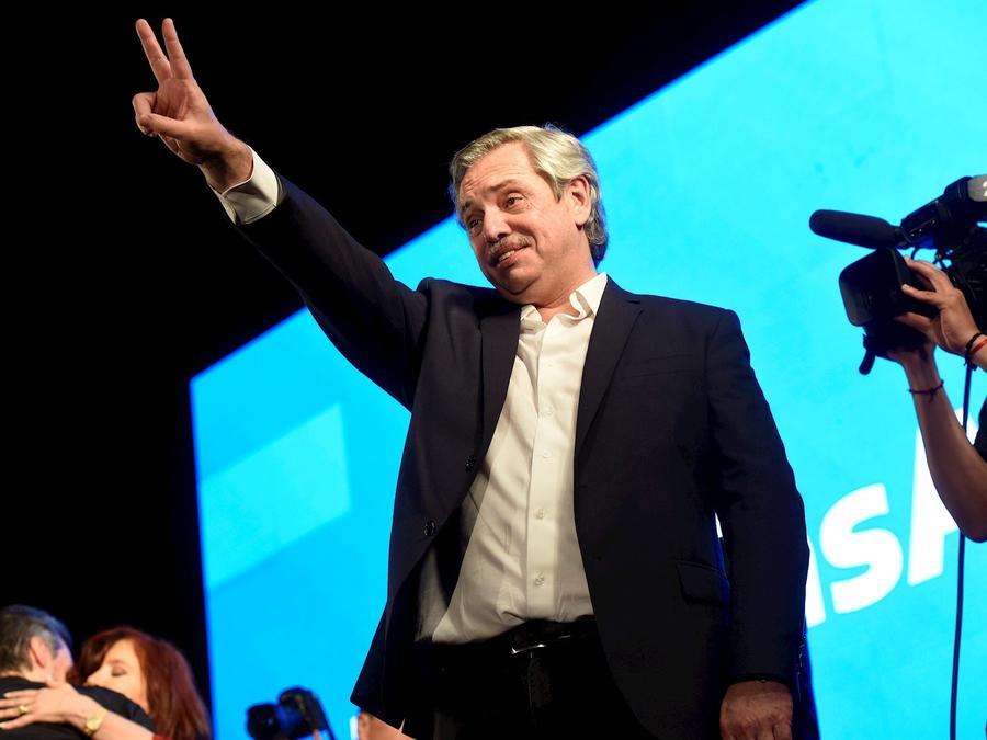 El presidente electo de Argentina, el peronista Alberto Fernández, celebra la victoria este domingo en Buenos Aires.