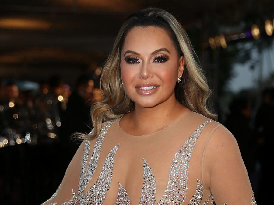 Chiquis gets acupuncture