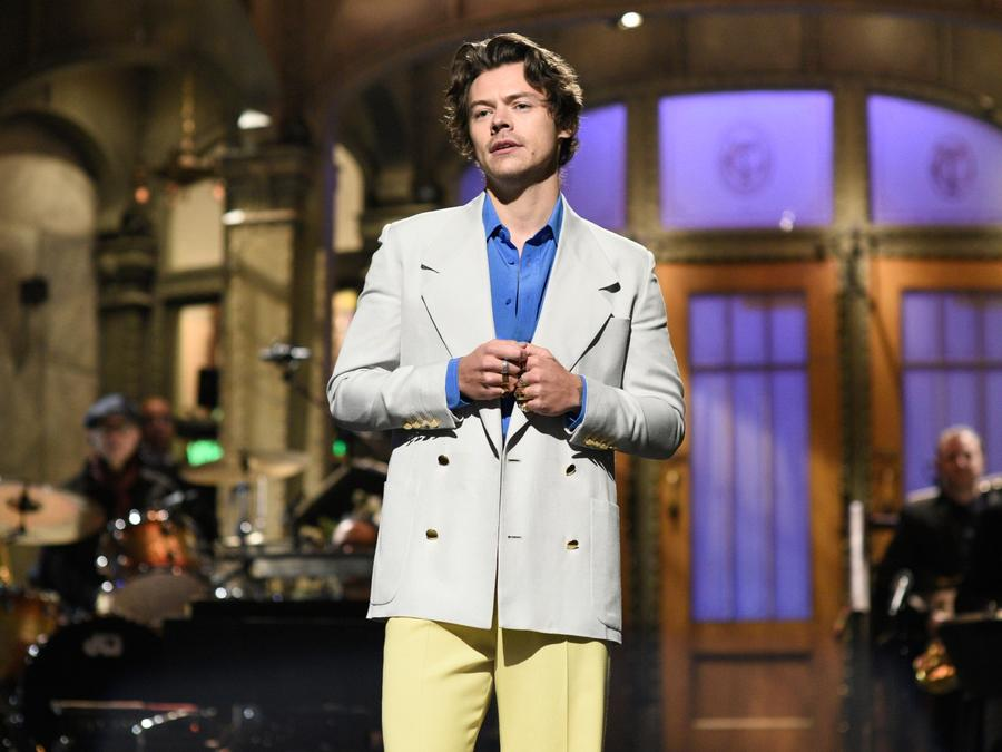Harry Styles hosts Saturday Night Live