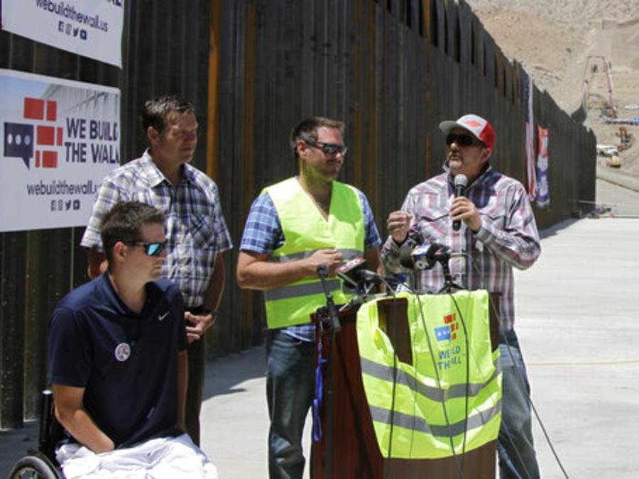Lol líderes del proyecto We Build The Wall, que recaudó fondos para respaldar la construcción de un nuevo muro en la frontera entre EEUU y México, en una foto de archivo tomada en Nuevo México.