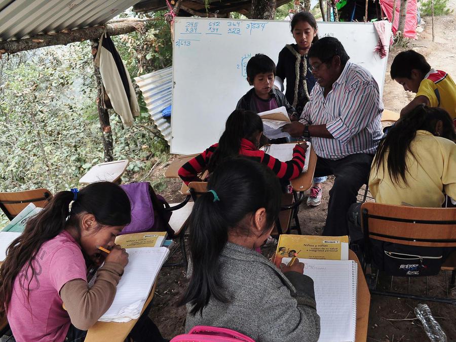 Estudiantes en una primaria de Malinaltepec, Guerrero, en 2013