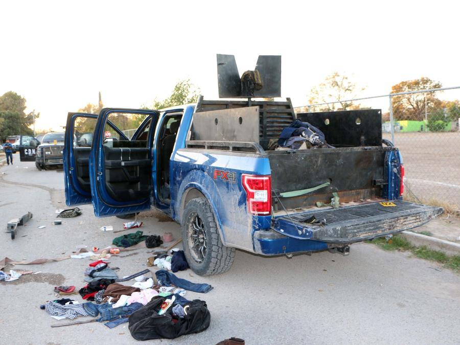 Un vehículo equipado con blindaje y un arma automática de grueso calibre se observa este sábado en el sitio tras el enfrentamiento entre fuerzas de seguridad y un grupo armado en la población Villa Unión, en el Estado de Coahuila (México).