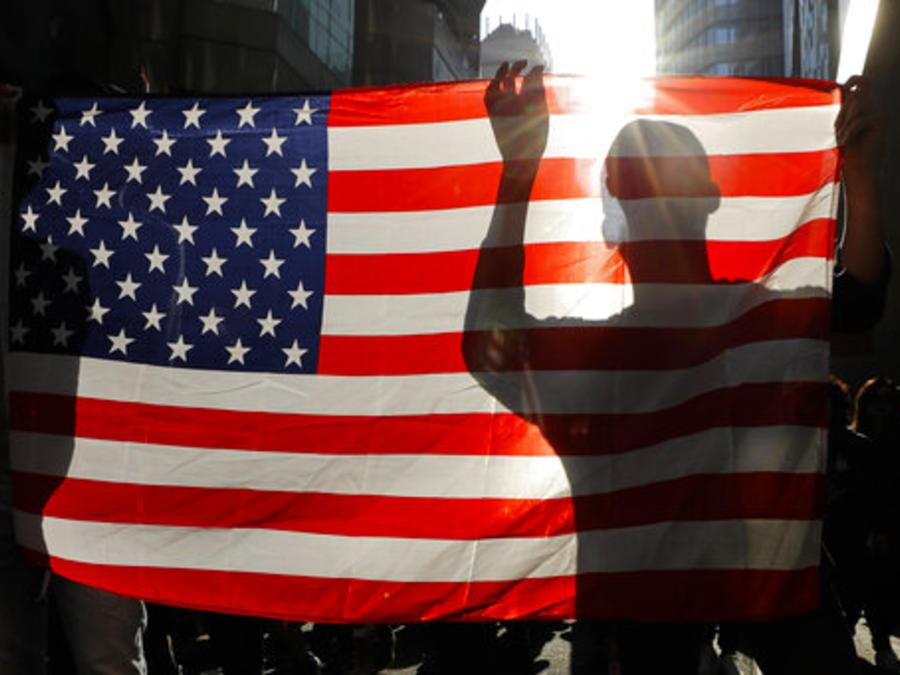 Una bandera de Estados Unidos expuesta este domingo durante una marcha antigubernamental en Hong Kong.
