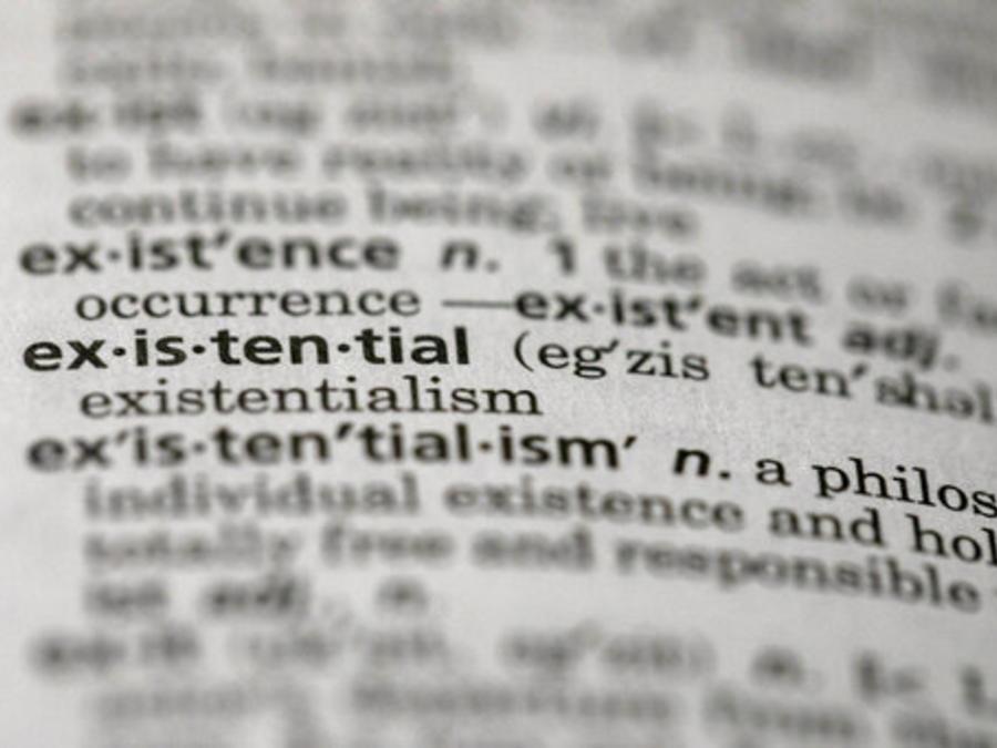 """La foto muestra la palabra """"existencial"""" en un diccionario en el distrito de Brooklyn de Nueva York."""