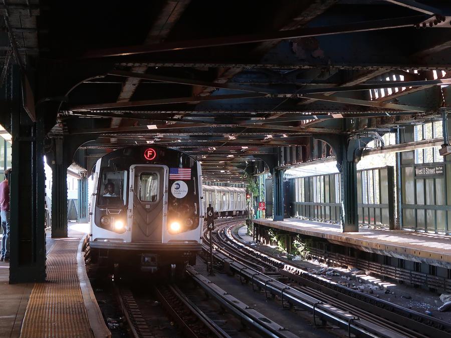 Imagen de archivo de un tren en la ciudad de Nueva York.