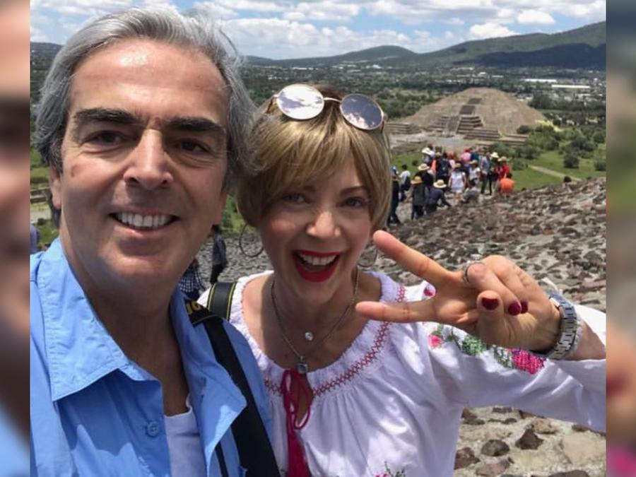 Lorenzo Lazo y Edith González paseando