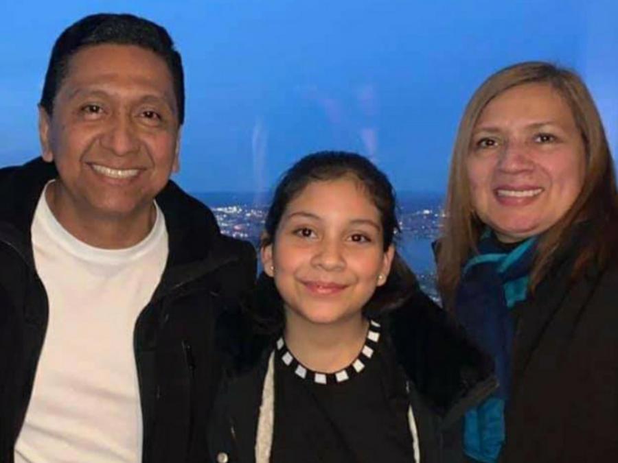 El ecuatoriano Miguel Jason Rodriguez junto a su hija y esposa, en una imagen facilitada por la familia.