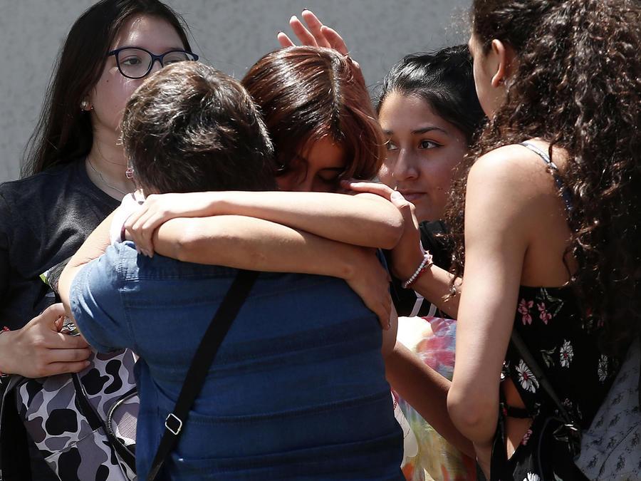 Familiares de las víctimas del accidente aéreo en Chile.