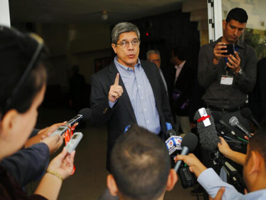 Carlos Fernández de Cossío, jefe de relaciones con EEUU en la cancillería cubana, en conferencia de prensa en diciembre de 2018