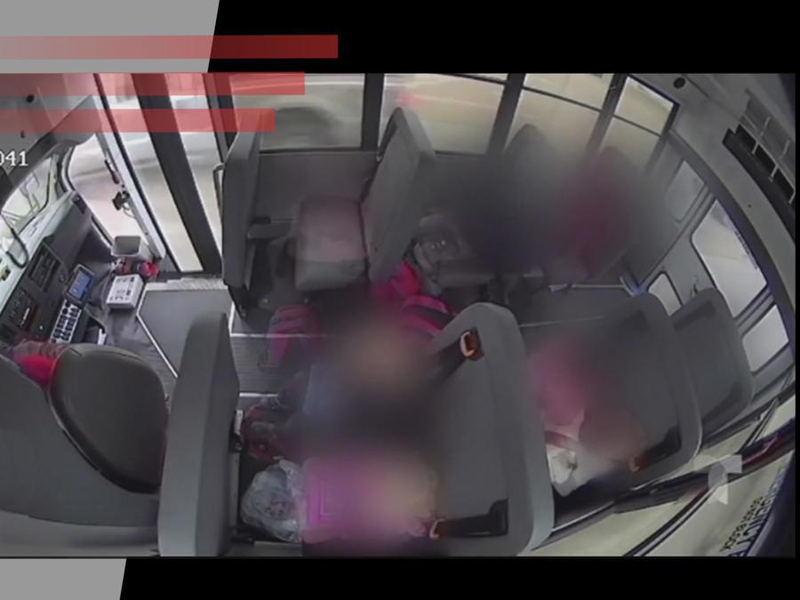 Niña atacada en bus escolar