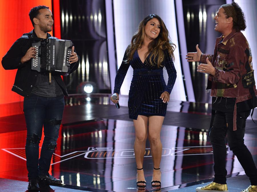 Carlos Vives da serenata a Lizette Rodriguez en La Voz US 2
