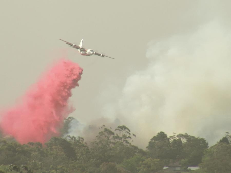 Un avión contraincendios en acción en Australia.