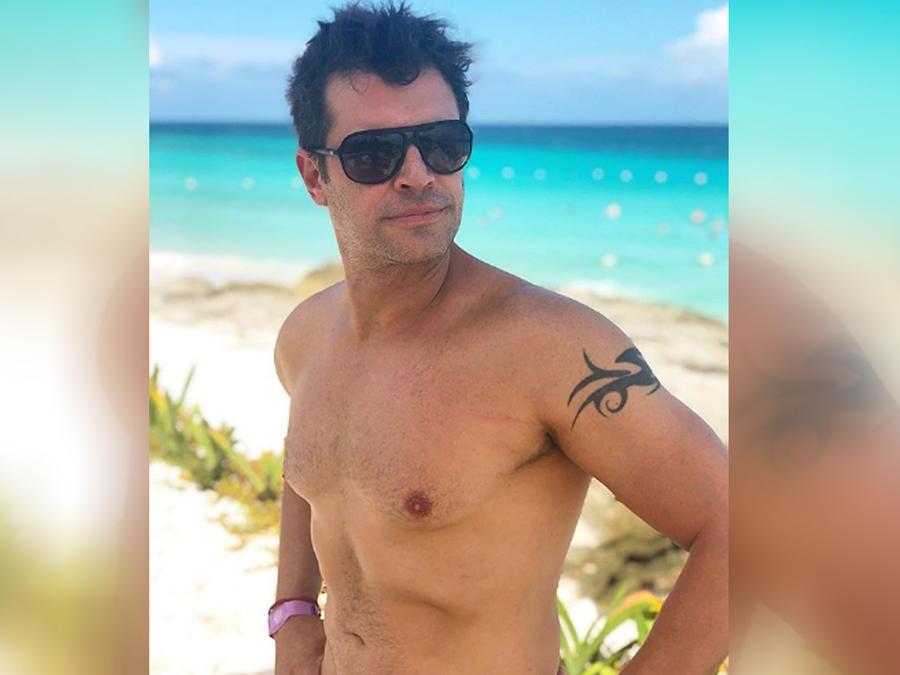 Mark Tacher en la playa
