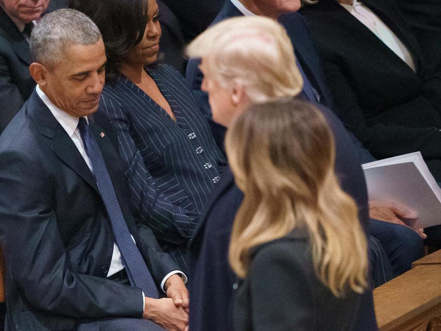 Obama junto con su esposa Michelle y Trump, además de Melania, en una imagen de archivo.