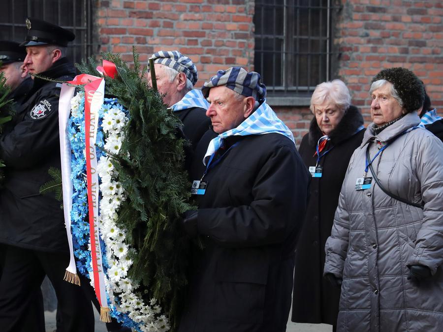 Sobrevivientes asisten a ceremonia en Auschwitz, el 27 de enero de 2020