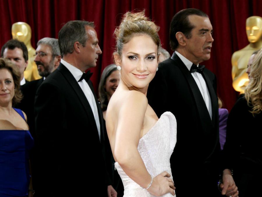 Jennifer Lopez en la alfombra roja de los Oscars 2010