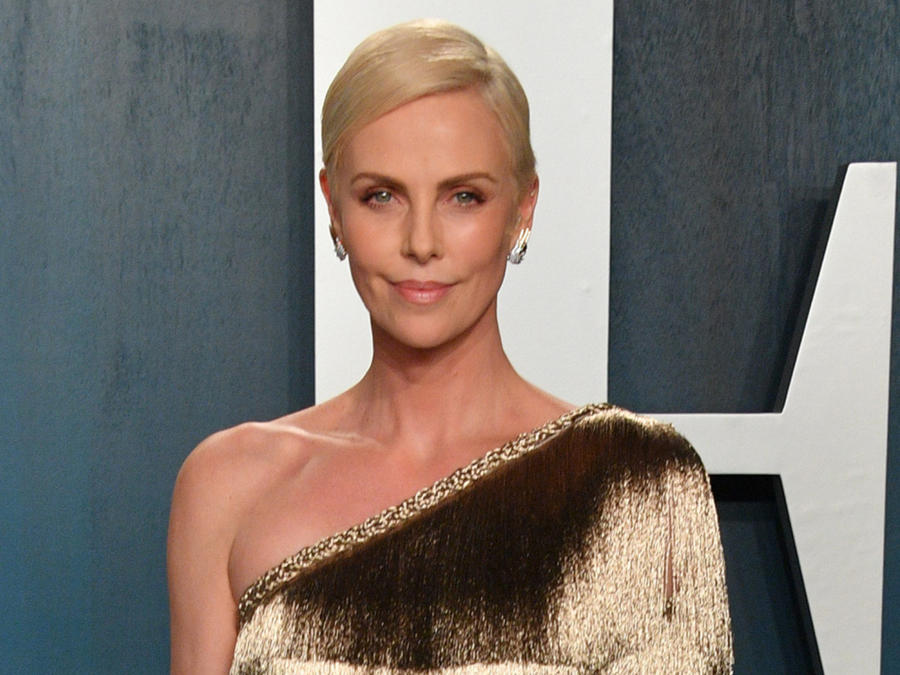 Charlize Theron en Vanity Fair Oscar Party