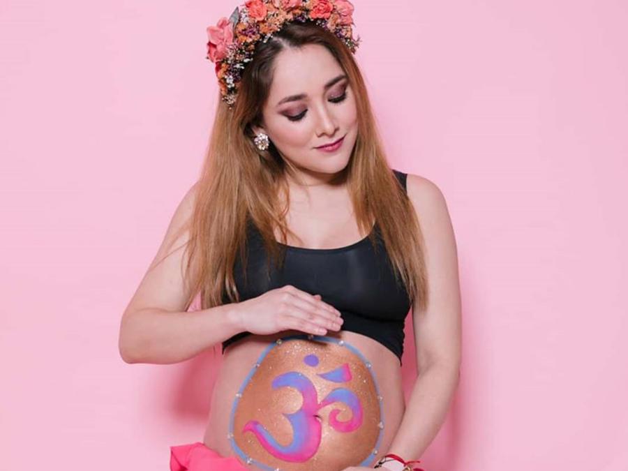 Sherlyn mostrando su pancita de 6 meses de embarazo