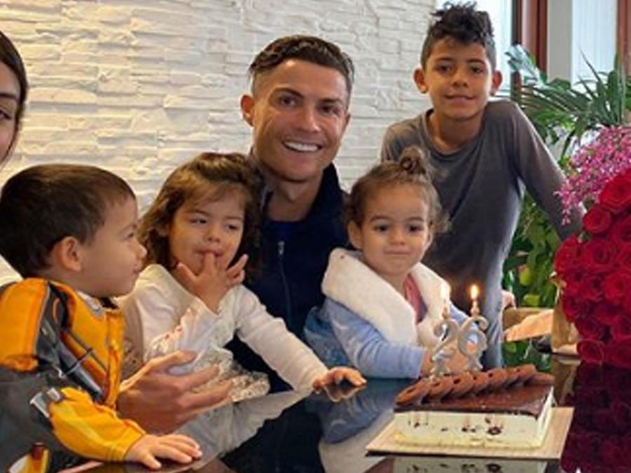 Cristiano Ronaldo con toda su familia