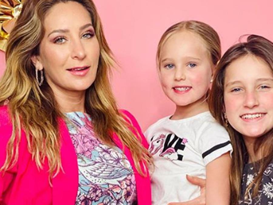 Geraldine Bazán con sus hijas