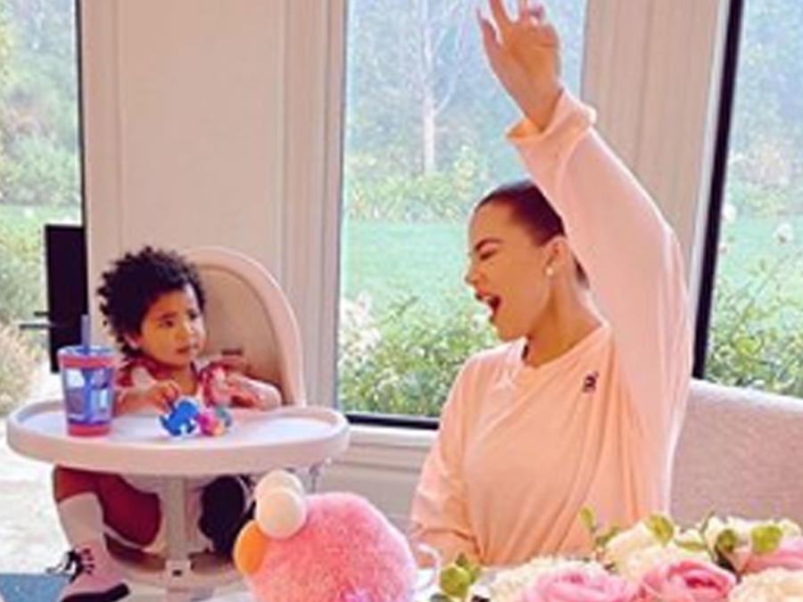 Khloé Kardashian y True felices