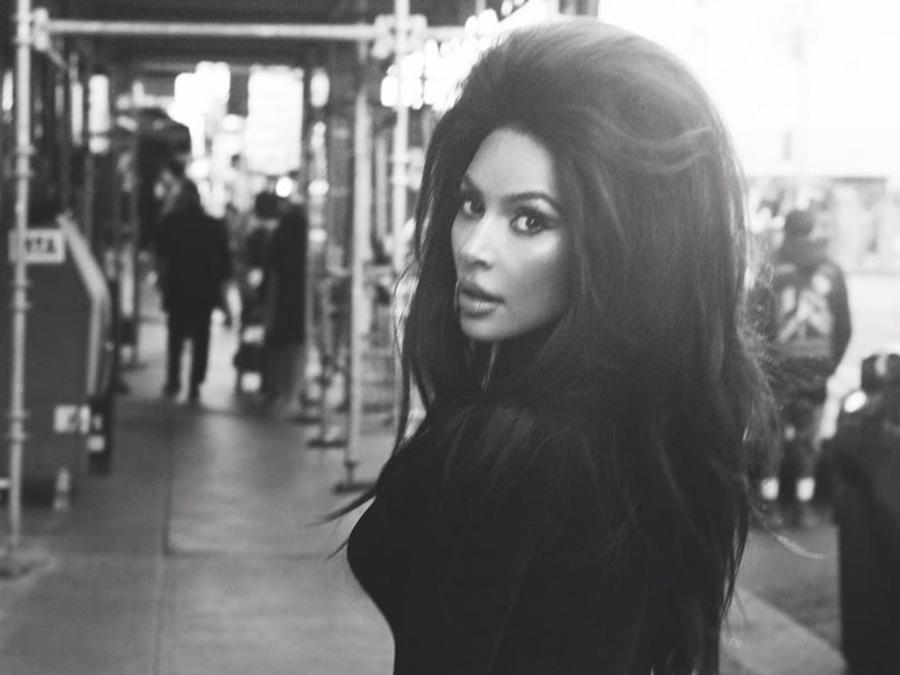 Kim Kardashian look ochentero