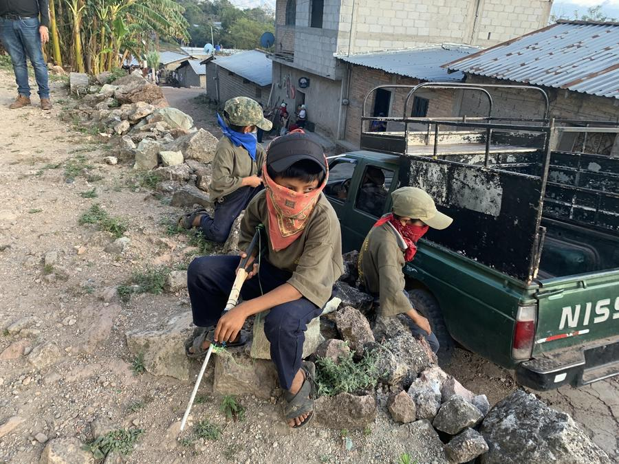 Niños armados en Ayahualtempa, Guerrero