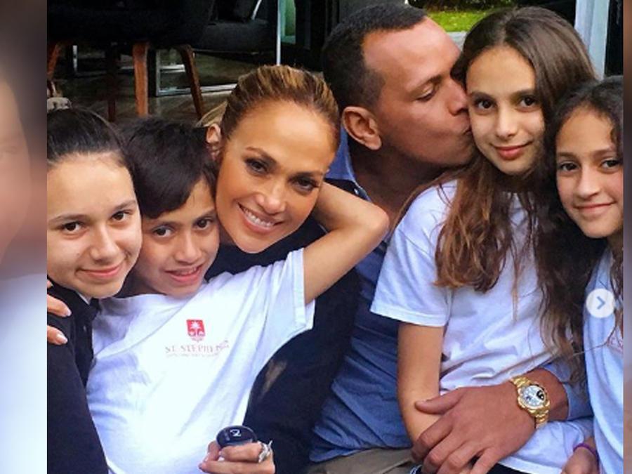 Jennifer Lopez y toda su familia