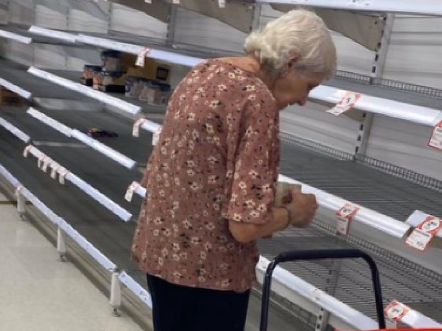 Abuelita supermercado llanto