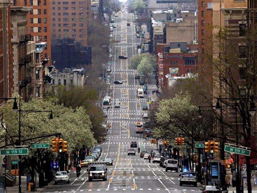 La avenida Amsterdam, sin apenas tráfico, este domingo en Nueva York.